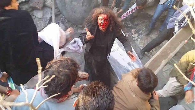 """""""Kadın Kur'an'ı yaktı, siz nasıl müslümanlarsınız? Gelin, dinimizi savunun!"""""""