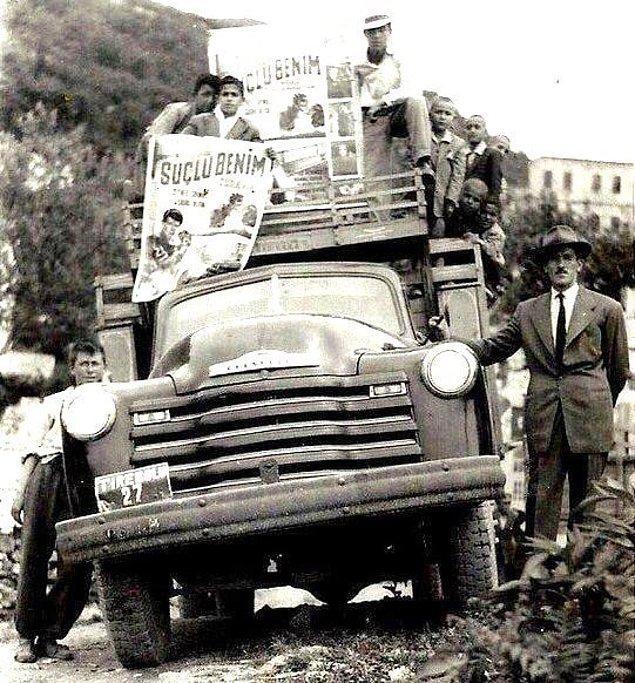 """8. Tirebolu Sineması'nda yayınlanacak olan """"Suçlu Benim"""" filminin kasaba halkına ilanı, Giresun, 1970."""