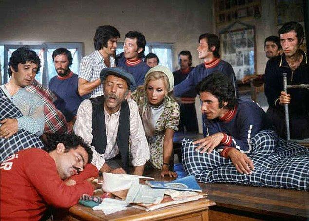 """12. """"Tatlı Dillim"""" filminin setinden bir kare, İstanbul, 1972."""
