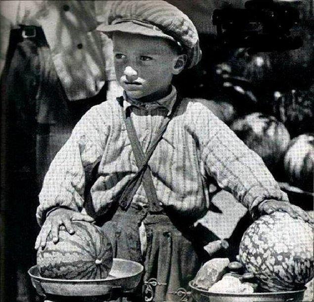 22. Karpuz satan çocuk, Diyarbakır, 1955.