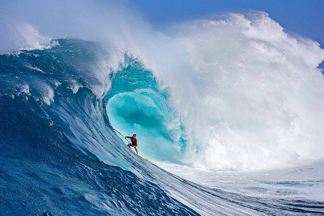 Bir sörfçünün dev dalgayla boğuştuğu bu kare ise Fred Pompermayer'e ait.