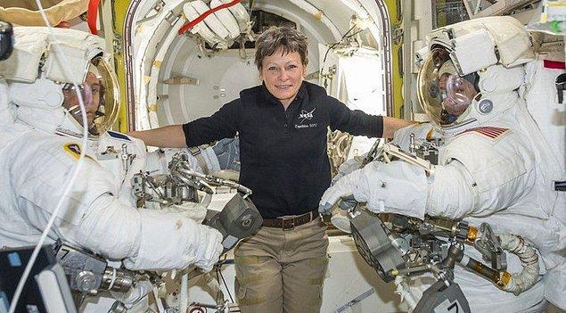 Bunun yanında, özel astronotların istasyonda güvenli bir şekilde konaklayabilmesi için NASA standartlarında belli bir eğitimden geçmesi de gerekebilir.