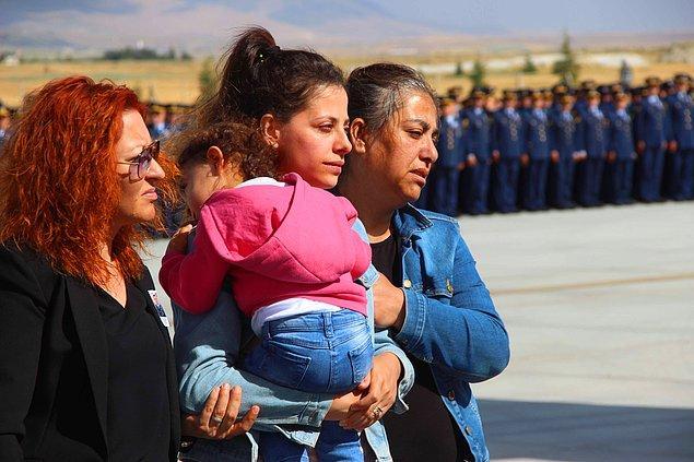 Harmankaya için düzenlenen törene mesai arkadaşları, yakınları ve eşi Gamze Harmankaya, kucağında  2 yaşındaki kızı Ebrar Ada ile katıldı.