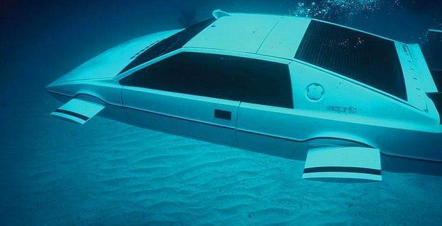 Aracın gerçekten denizaltında kullanılamadığını öğrenince de büyük bir hayal kırıklığı yaşamış...
