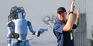 Boston Dynamics Robotunun Türlü İşkencelere Uğradıktan Sonra İnsanlığa Savaş Açtığı Korkutucu Görüntüler Gerçek mi?