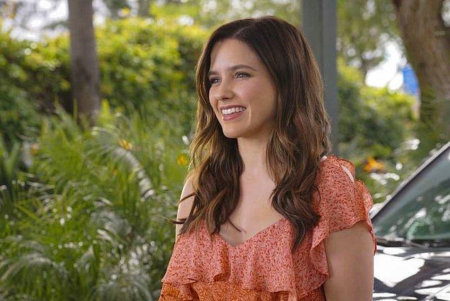 3. Jane the Virgin'de Sophia Bush konuk oyuncu olarak rol aldı. Julie karakteriyle, Rafael'in yeni kız arkadaşını canlandırdı.