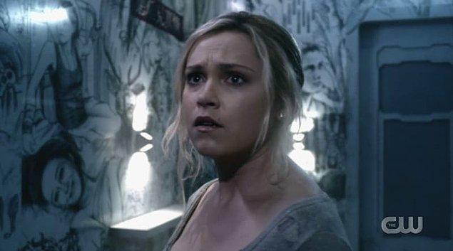 8. The 100'da, Clarke'ın aslında ölmediğini, kendi zihninde tutsak olduğunu öğrendik. Josephine, Clarke'ı bize artık geri versen diyoruz...