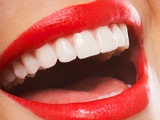 Eğer rüyanızda dişlerinizin parladığını görüyorsanız, içsel anlamda huzurlu olduğunuz rivayet edlir.