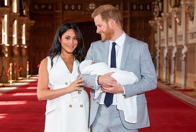 Ardından da geçtiğimiz aylarda bebekleri Archie Harrison Mountbatten-Windsor'ı kucaklarına almışlardı.