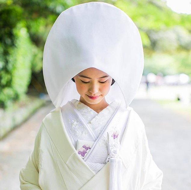 2. Japon gelinler, düğünlerinde masumiyeti ve bekareti temsil eden beyaz sade kimono giymeyi tercih eder.