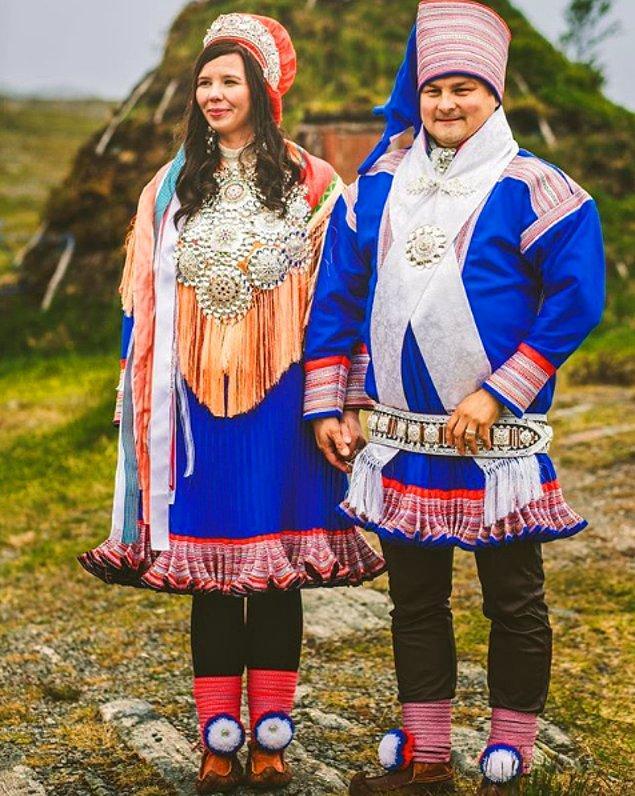 """7. Norveç'teki geleneksel düğün kıyafetleri """"bunad"""" olarak bilinir ve kötü ruhları kovduğuna inanılan gümüş detaylar içerir."""