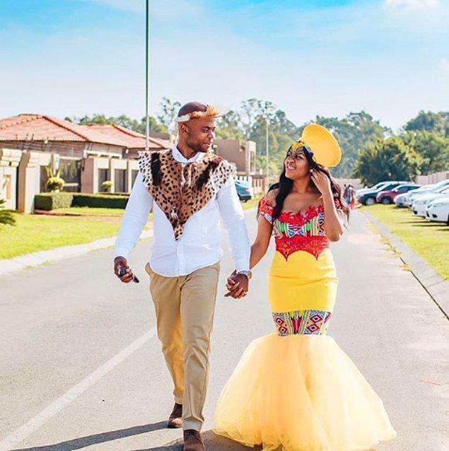 """9. Güney Afrika geleneksel düğün elbisesi; gelinin başında """"inkehli"""" olarak adlandırılan başlıktan, renkli ve boncuklu kolyelerden oluşur."""