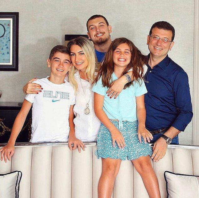 Yalnız fotoğraflarda Ekrem İmamoğlu yerine daha çok dikkat çeken bir birey vardı. İmamoğlu ailesinin en büyük çocuğu Mehmet Selim İmamoğlu.