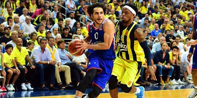 Türkiye'nin en üst düzey basketbol liginde normal sezonu lider tamamlayan lacivert-beyazlı ekip, play-off final serisinde normal sezon ikincisi Fenerbahçe Beko ile karşılaşıyor.
