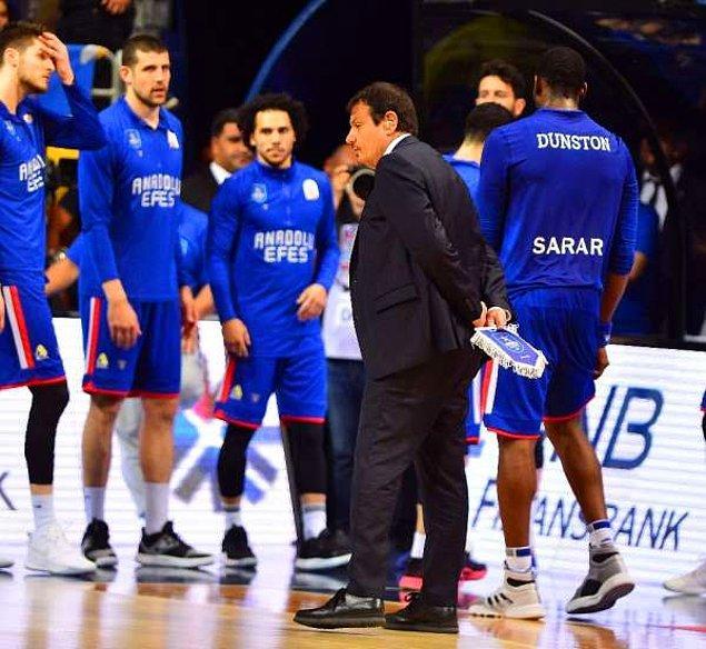 Adını 2011-2012 sezonunda Anadolu Efes olarak değiştiren Efes Pilsen, Süper Lig'de geride kalan 52 sezonda 13 kezle en fazla şampiyonluk elde eden takım konumunda bulunuyor.