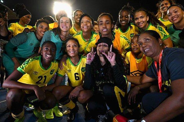 Takımın en büyük destekçisi olan Marley, Jamaika'nın Reggae Kızlar olarak bilinen kadın milli futbol takımının FIFA Dünya Kadınlar Kupasına ilk defa katılarak Brezilya'ya karşı 3-0 kaybettikleri maçı izleyenler arasındaydı.