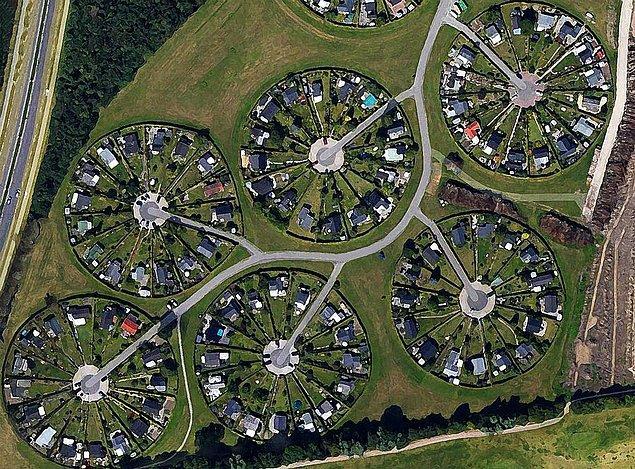 Bölgedeki evlerin hepsi aynı boyutta, 50 metrekare.