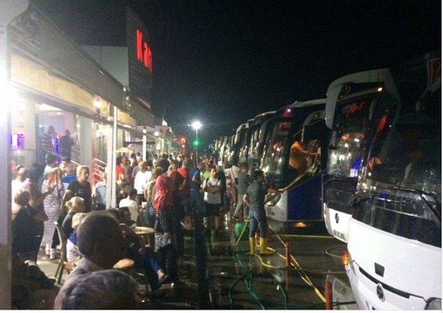 İnsanlar akın akın İstanbul'a dönmeye başladı.