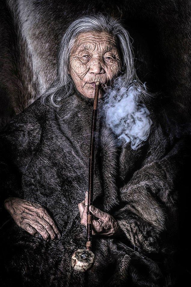 Dukha halkından bir kadın; Darkhad Vadisi/Moğolistan