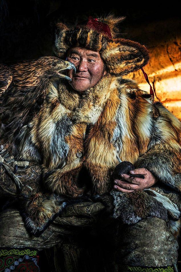 Moğol-Kazak bir adam; Tarygn, Bayan-Ölgi/Batı Moğolistan