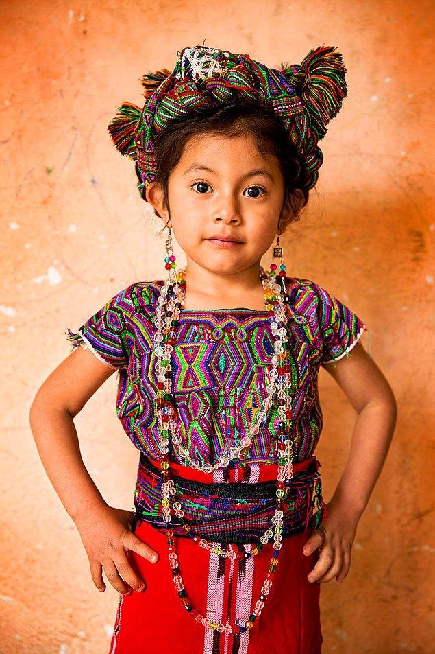Ixil halkından bir kız çocuğu; Quiche/ Guatemala
