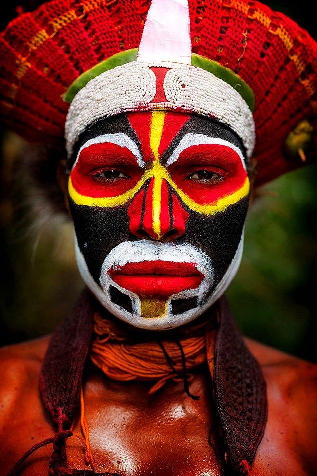 Papualı bir kadın; Tambul/ Papua Yeni Gine
