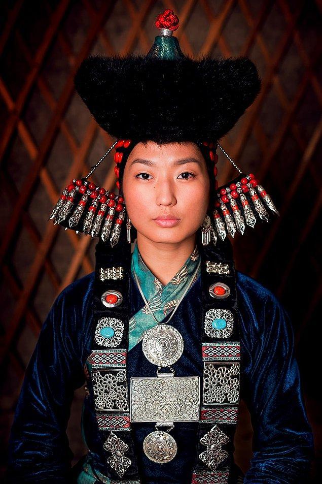 Buryatlı bir kadın; Baykal Gölü, Buryatya/Güney Sibirya