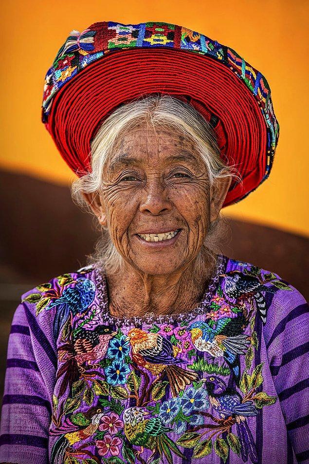 Tzutuhil halkından bir kadın; Atitlan Gölü/ Guatemala Yaylaları