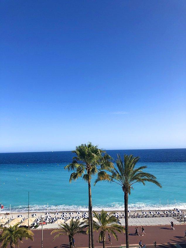 Tipik bir sahil şehri olan Nice, masmavi denizi, cıvıl cıvıl sokaklarıyla insanı büyük şehirlerin stresinden bambaşka bir diyara taşıyor.
