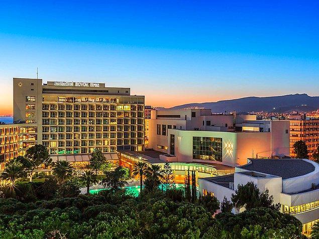 5. Kordon'a yürüme mesafesindeki konumu, son teknolojilerle donatılmış odaları ve özel tasarlanmış suitleriyle mükemmel bir İzmir deneyimini ayaklarınıza seren Swissôtel Büyük Efes,
