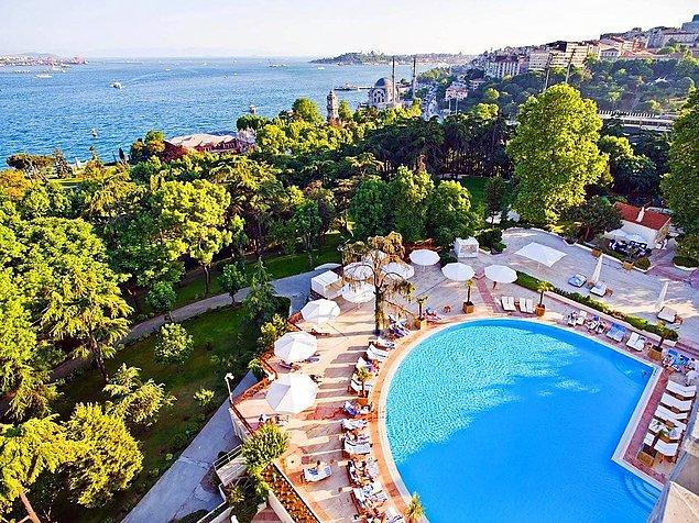 3. Minarelerin, Haliç'in, ve suyun ilerisinde Asya kıtası manzarasının karşısında, 65 dönümlük tarihi bahçelerin içinde, beş yıldızlı bir konfor sunan Swissôtel The Bosphorus,