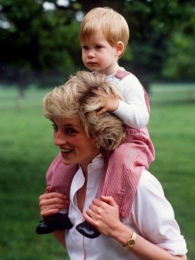 Annesine oldukça düşkün bir çocukmuş William Mountbatten-Windsor.