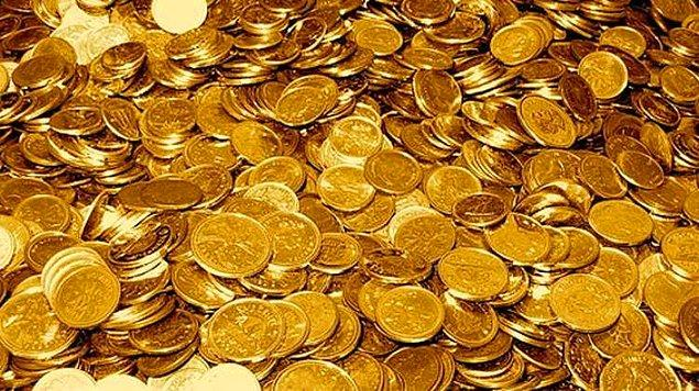 Çok hoşmuş gibi gözükse de rüyada altın para görmek iflasa ve maddi sıkıntıya delalet eder.