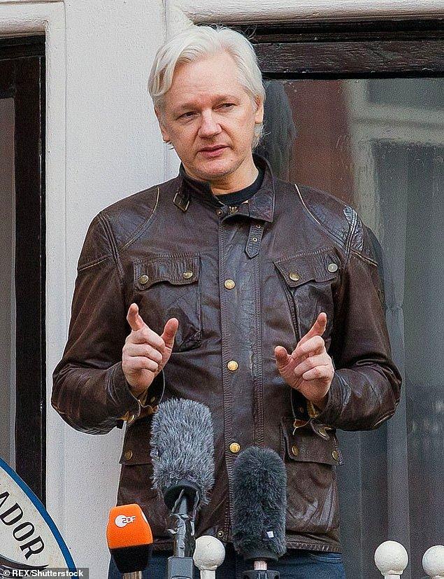 Bunun yanı sıra Pamela, WikiLeaks'in kurucusu Julian Assange ile olan arkadaşlığı ile dikkatleri çekti.