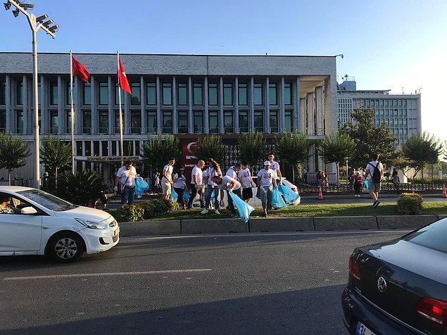İstanbul Gönüllüleri'nin bu çalışması, sosyal medyada büyük alkış topladı.