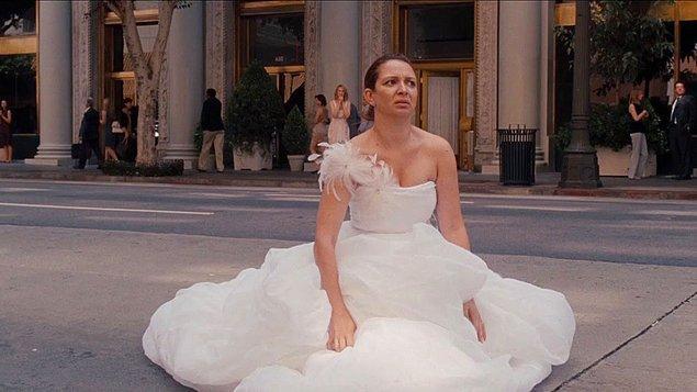 """9. """"Canım annem düğün günü gelinliğimi yanlışlıkla kaybetti. Arabasından uçmuş ve biri de çalmış..."""""""