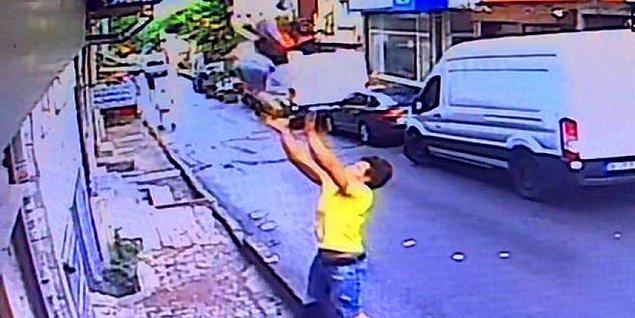 2 yaşındaki çocuğu havada yakaladı!