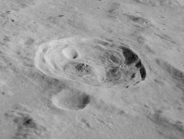 Atatürk'ün isteği üzerine Ali Yar Bey'in kaleme aldığı, Kozmoğrafya adlı ilk Türk astronomi kitabının hikâyesini ve bu hikâyenin Ay'daki bir kratere uzanan yolculuğunu öğrenince bize hak vereceksiniz.