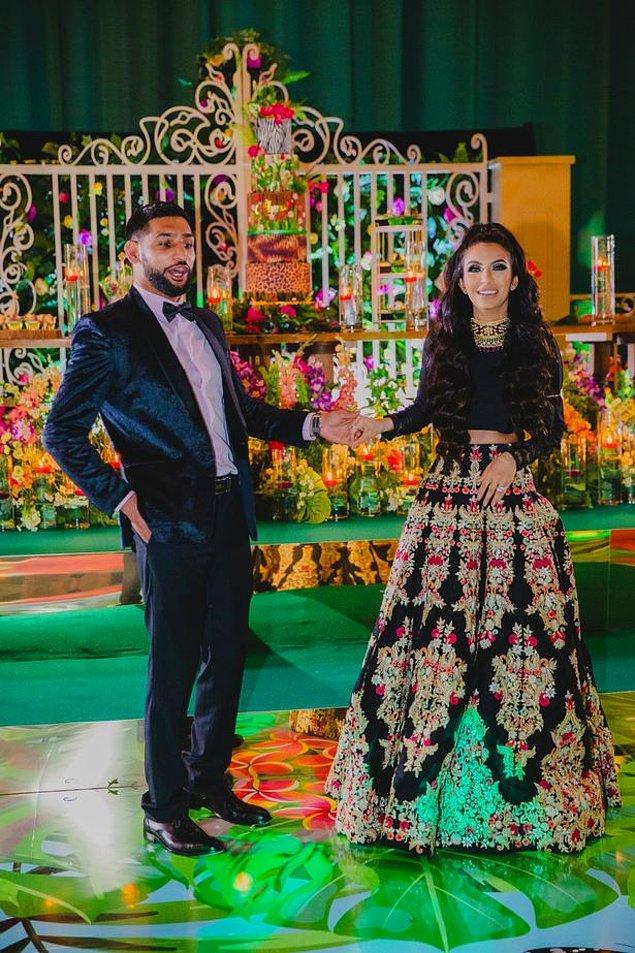 Amir Khan siyah bir smokin giyerken, Faryal Makhdoom da uzun kollu ve yerlere kadar uzanan bir elbise tercih etti.