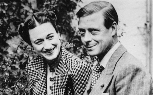 11. Resimde gördüğünüz kadın Wallis Simpson. O bir First Lady değil, tam olacaktı ki İngiltere Kralı onunla evlenebilmek için tacından vazgeçti. Kimdir bu aşkı için tahtından feragat eden Kral?