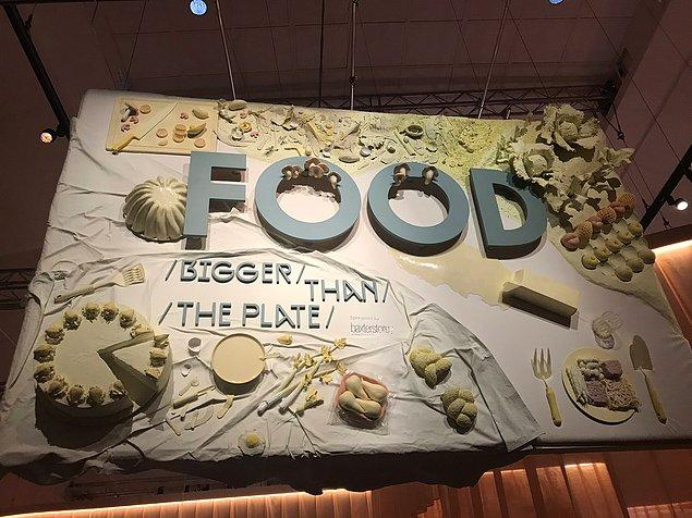 Londra'da bulunan Victoria ve Albert Müzesi'nde yapılan 'Food: bigger than the plate' sergisi için sanatçılar emsali görülmemiş bir girişimciliğe imza attılar.
