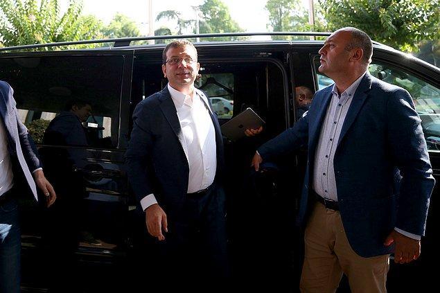 İmamoğlu, 09.00 sıralarında Saraçhane'deki başkanlık binasına geldi.