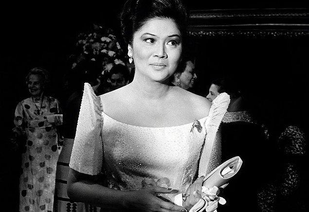 12. Eski Filipinler Fist Lady'si Imelda Marcos, aşırı lükse ve şaşaaya meraklıydı. Her biri pırlanta ve değerli taşlarla süslenmiş öyle bir koleksiyonu vardı ki bugün bir müzede sergileniyor. Ne koleksiyonu bu?