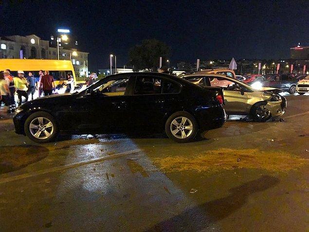 Daha sonra, arkadan gelen ve kazayı göremeyen sürücüler zincirleme kazaya karıştı.