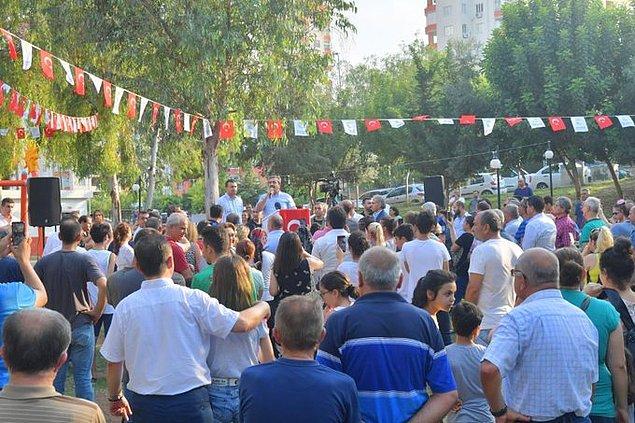 Etkinliğe CHP Adana Milletvekili Burhanettin Bulut ve İstanbul'da oy kullanan seçmenler ile çok sayıda vatandaş bir aradaydı..