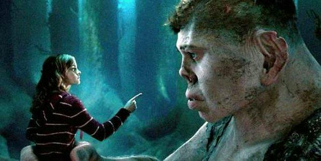 6. Yine aynı filmde Grawp adlı bir dev de sahne alıyor. Hagrid ile kardeş olan Grawp huysuz olsa da kötü bir karaktere sahip değil.