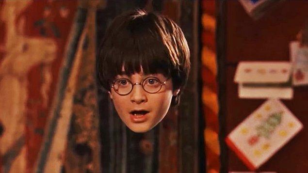 12. Harry Potter'ın zaman zaman kullandığı görünmezlik pelerini de mitoloji kaynaklı. Kykloplar tarafından Hades'e hediye edilen görünmezlik miğferi, J.K. Rowling'e de esin kaynağı olmuş galiba.