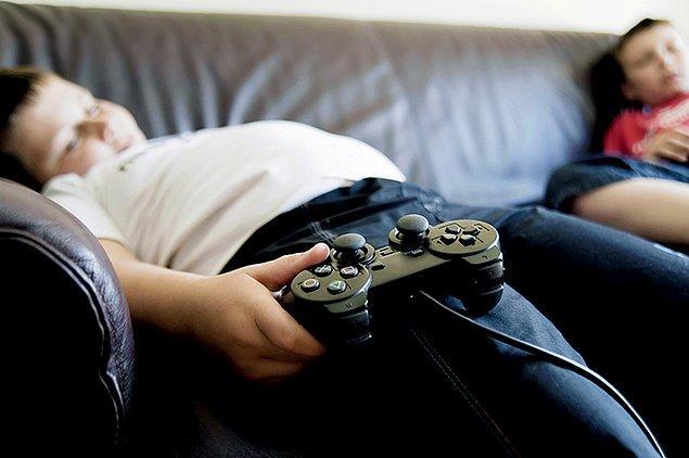 Yapılan yeni bir araştırmaya göre anne babası boşanmış olan çocukların, ebeveynleri hala birlikte olan çocuklara nazaran şişmanlamaya daha eğilimli olduğu ortaya çıktı.
