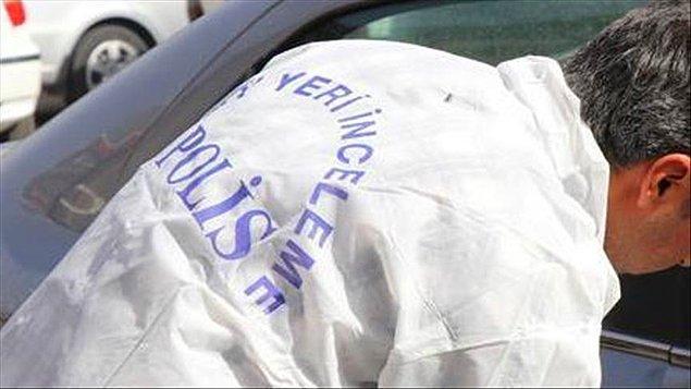 Nakil aracına yüklenmek üzere, 4 milyon 795 bin euro bulunan iki çuvalı taşıyan güvenlik müdürü, kendisini bekleyen araca binip kaçtı.