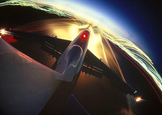 14. Bir uçağın kuyruğundan muhteşem bir görünüm.